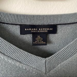 Banana Republic Sweaters - Banana Republic XL Silk Cashmere Vneck Sweater
